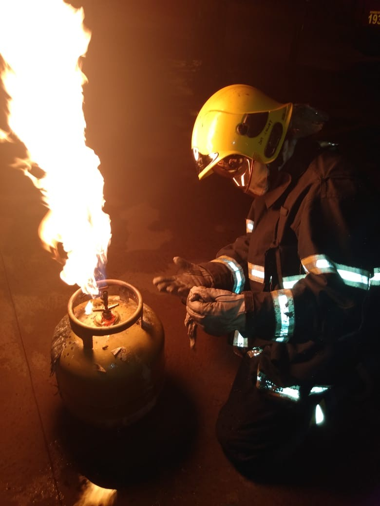 Botijão de gás pega fogo em padaria no sul do TO; Bombeiros alertam para cuidados