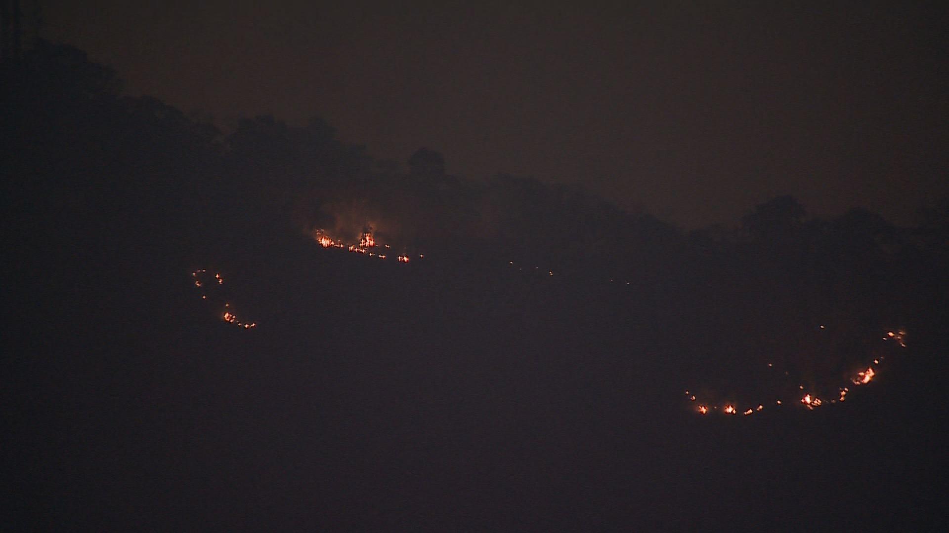 Bombeiros debelam focos de incêndio no Morro do Cristo em Juiz de Fora - Notícias - Plantão Diário