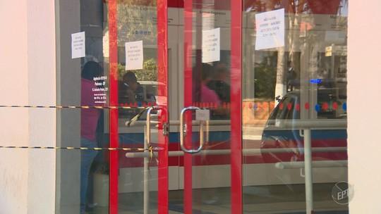 Criminosos armados com fuzis atacam carro-forte em agência bancária de Pedreira