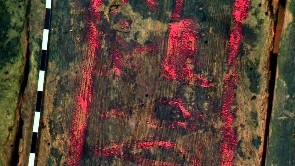 Uma das revelações descobertas foi o nome da múmia: 'Irethorru', que significa 'o olho de Horus está contra meus inimigos' (Foto: BBC)