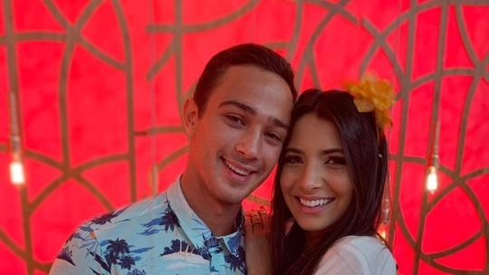 André Luiz Frambach e Rayssa Bratillieri falam sobre início do namoro: 'Mar de rosas'