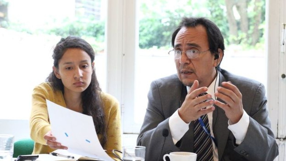Denúncia que será apresentada por Berta Zuñiga se apoia em conclusões de grupo de investigadores do qual o advogado Miguel Ángel Urbina Martínez faz parte (Foto: Márcia Bizzoto/BBC News Brasil)