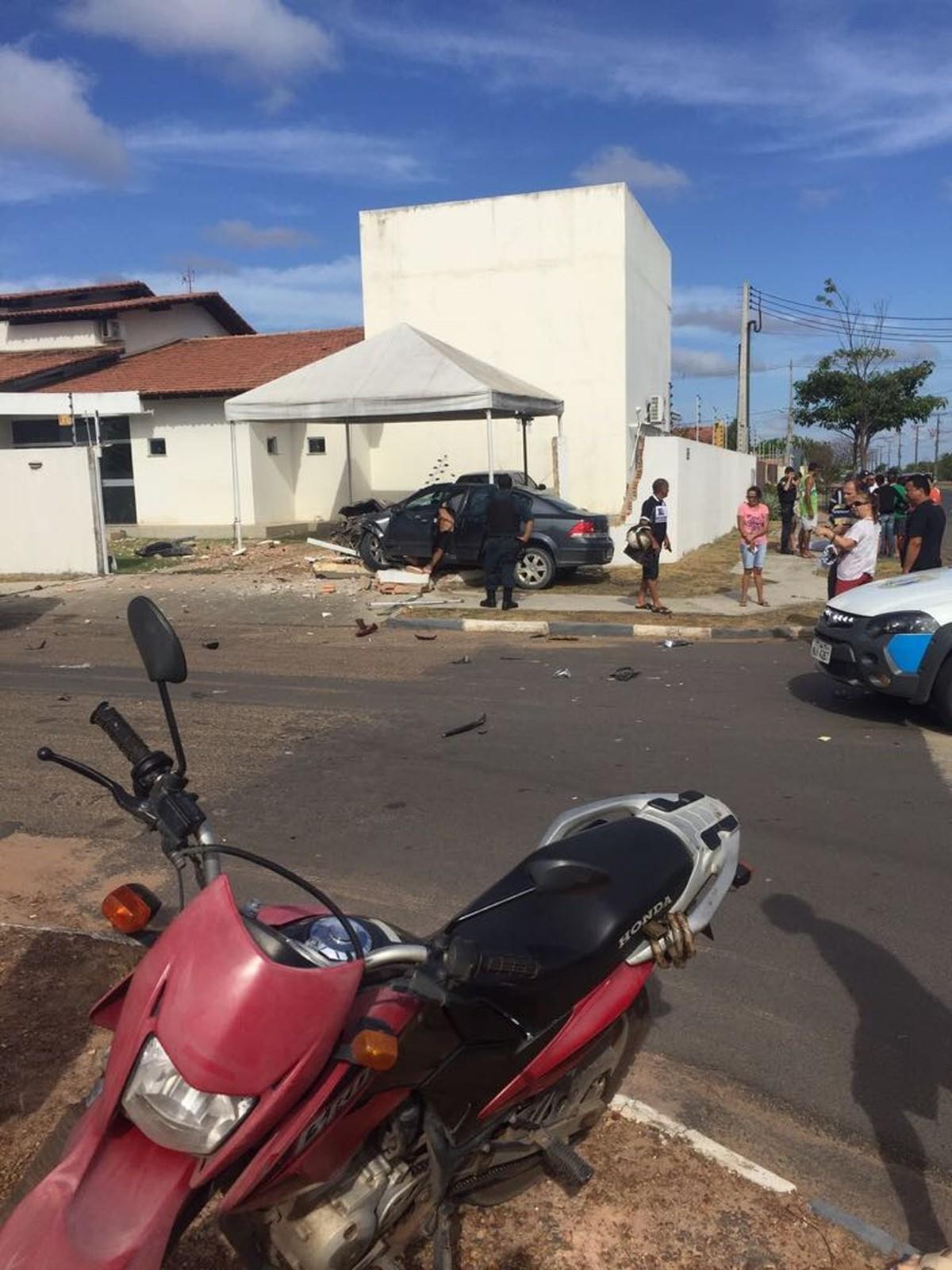 Mulher morre após ter motoneta atingida por carro em Boa Vista