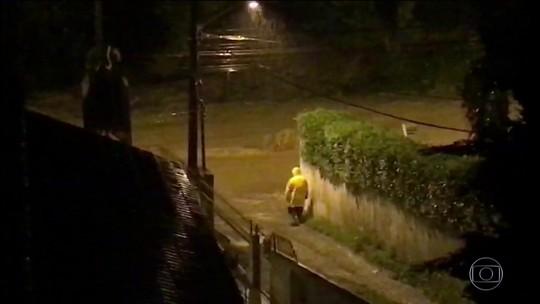 Chuva causa alagamentos e estragos em 21 cidades de SC; dois morrem e dois estão desaparecidos