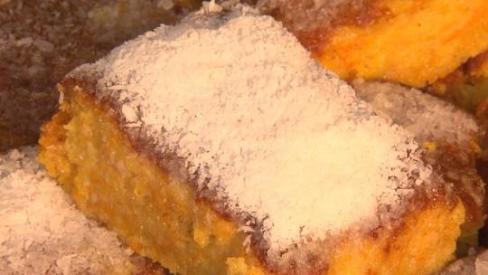 Aprenda receita de bolo de abóbora com cobertura de coco