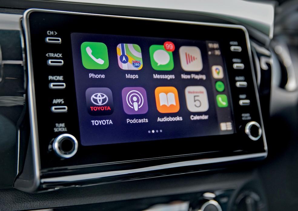 Toyota Hilux - A nova central multimídia ficou melhor e agora tem espelhamento com smartphones — Foto: Divulgação