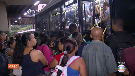 Linha Centro do metrô continua sem funcionar no Recife (PE)
