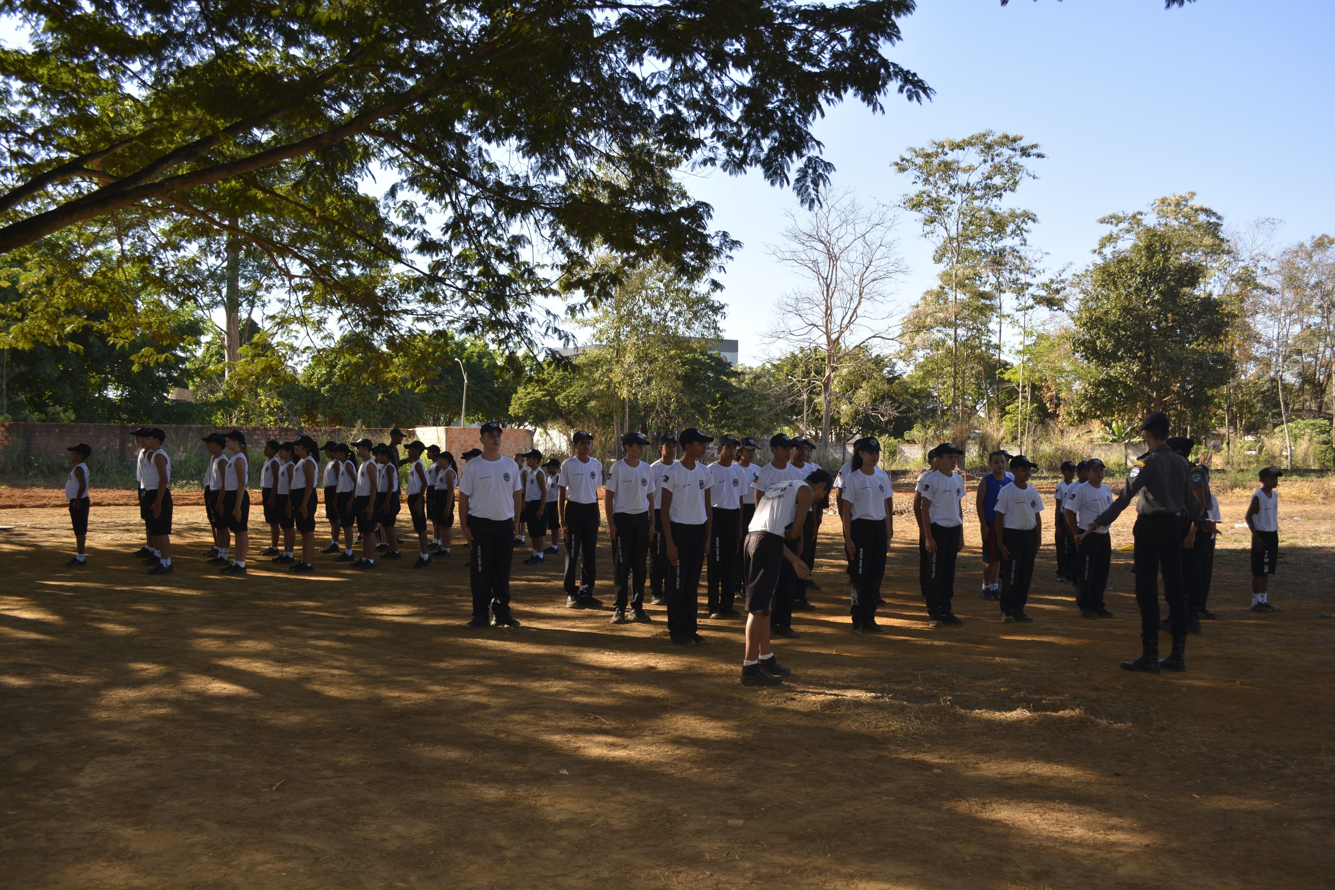 Pais de alunos têm colaborado com mensalidades para ajudar a manter Guarda Mirim em Ariquemes, RO