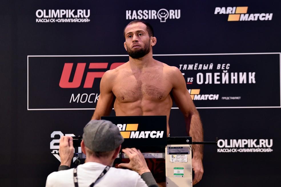 Mairbek Taisumov pesagem UFC Moscou — Foto: Getty Images