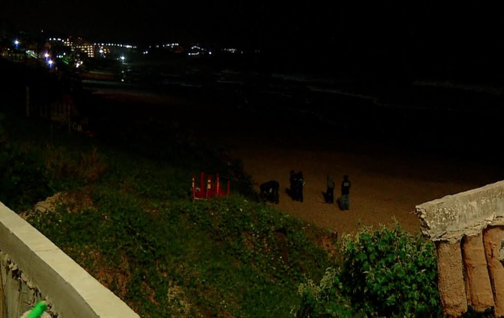 Homem foi morto na praia de Ponta Negra, em Natal. (Foto: Inter TV Cabugi/Reprodução)