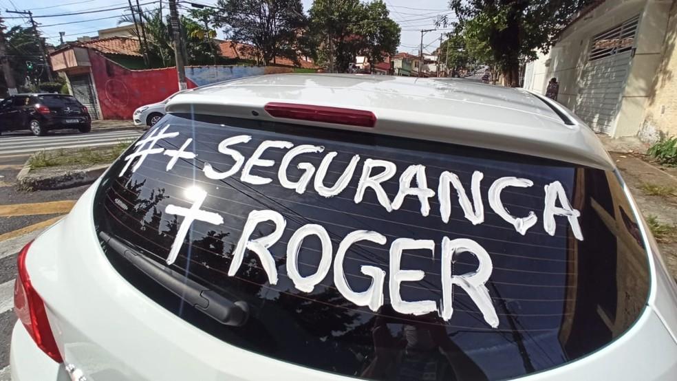 Motoristas de aplicativo fazem carreata até velório de Roger da Silva, sequestrado durante corrida — Foto: Thiago Guerreiro/TV Globo
