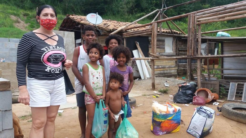 Após um mês de quarentena, famílias afetadas pela pandemia em Nova Friburgo, RJ, ainda aguardam cestas básicas da Prefeitura