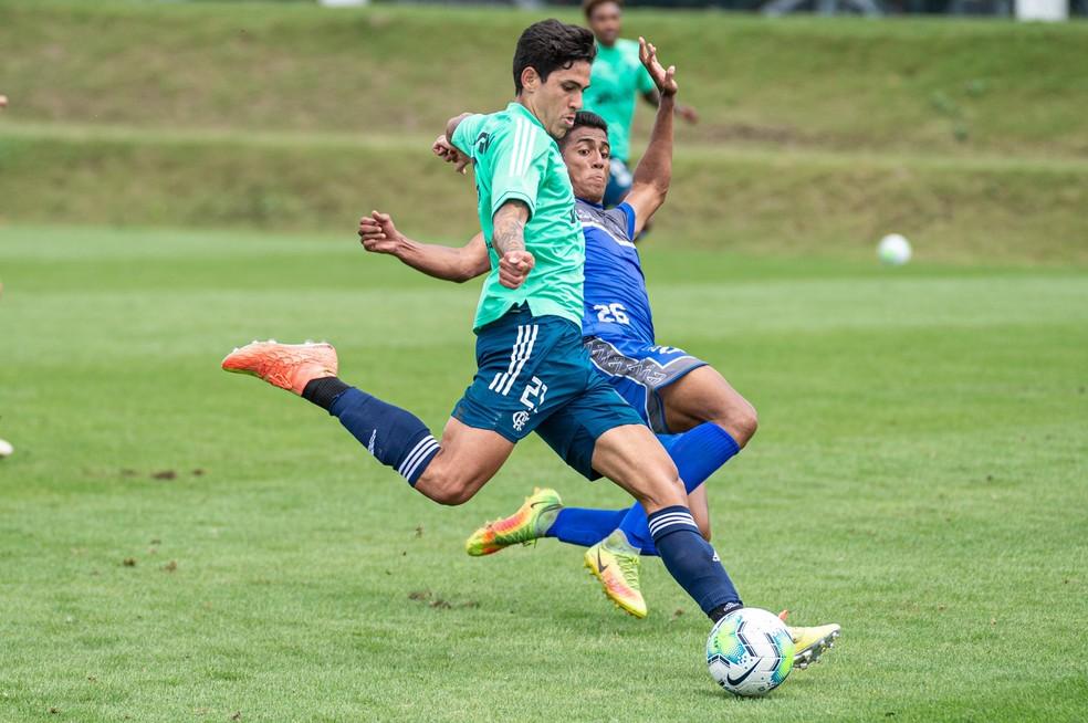 Flamengo goleia Olaria em jogo-treino no Ninho do Urubu