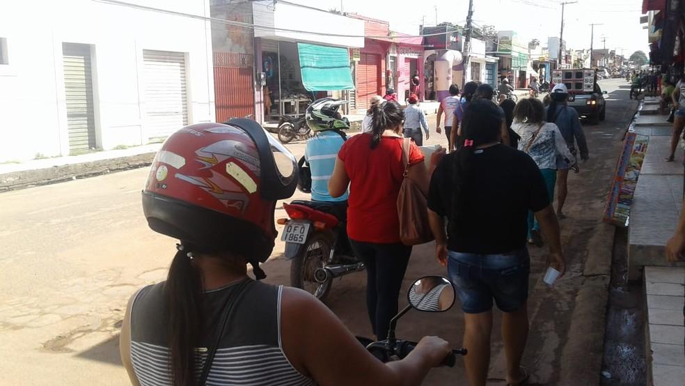 -  Professores saem às ruas de Alenquer pedindo doação de alimentos por não receberem salários há três meses  Foto: Débora Miranda/Arquivo pessoal