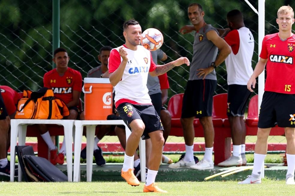 Guilherme falou sobre os comentários dos jogadores sobre Diego Souza — Foto: Marlon Costa/Pernambuco Press