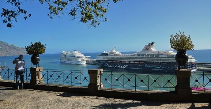Navios de cruzeiro na Ilha da Madeira, em Portugal
