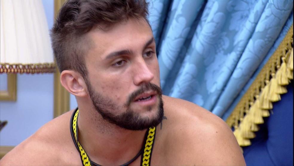 Arthur dispara sobre brother do BBB21: 'Estou esperando ele vir falar comigo sobre o que falou para os outros' — Foto: Globo