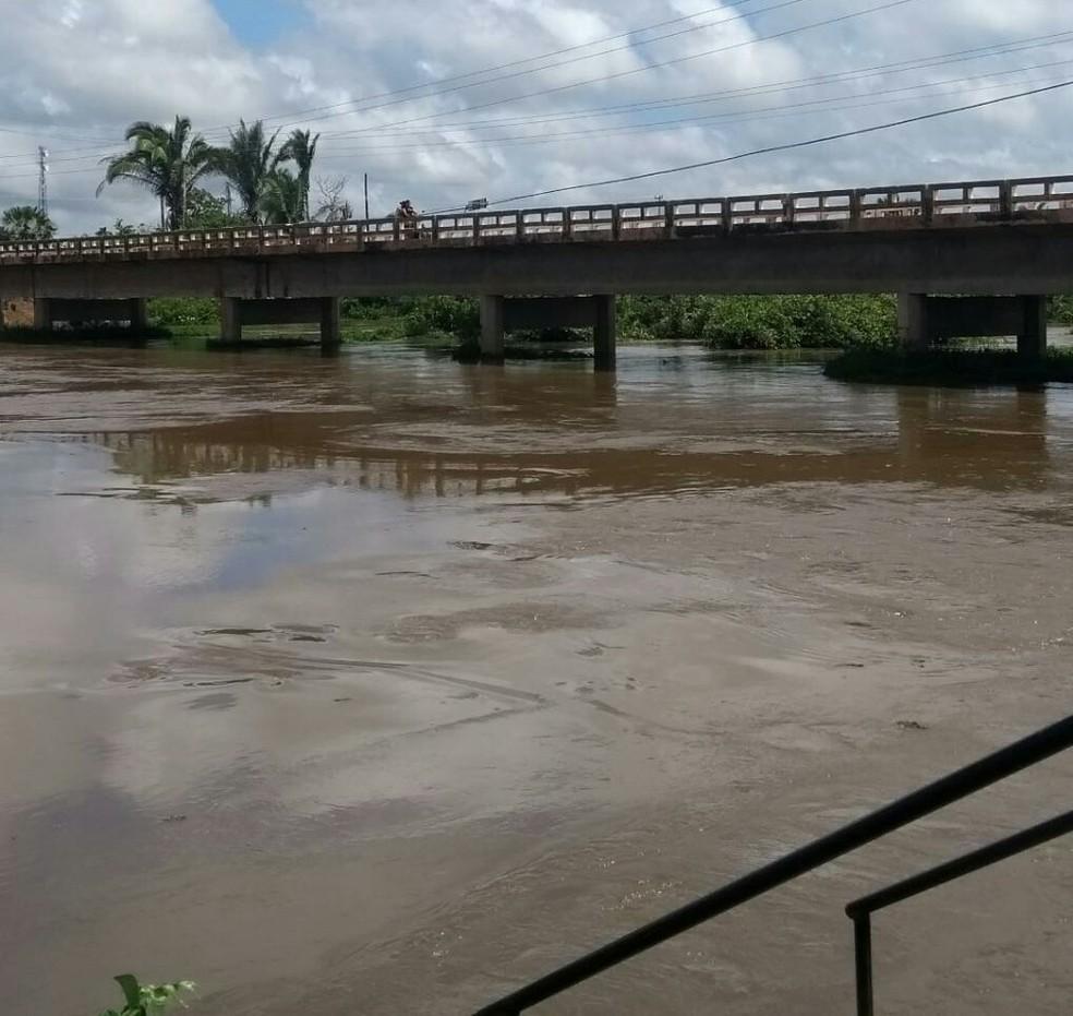 Rio Marataoan sobe 2 cm por hora, segundo prefeito de Barras (Foto: Francisco Sobrinho/Barras Virtual)