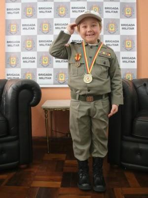 Soldado Rafaella Trindade, farda, Brigada Militar, autismo, autista, QG (Foto: Igor Grossmann/G1)