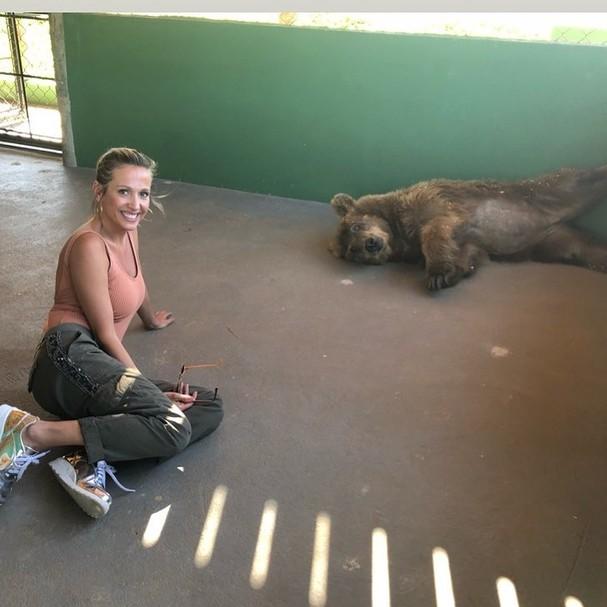Luisa Mell e ursa Marcha (Foto: Instagram/Reprodução)