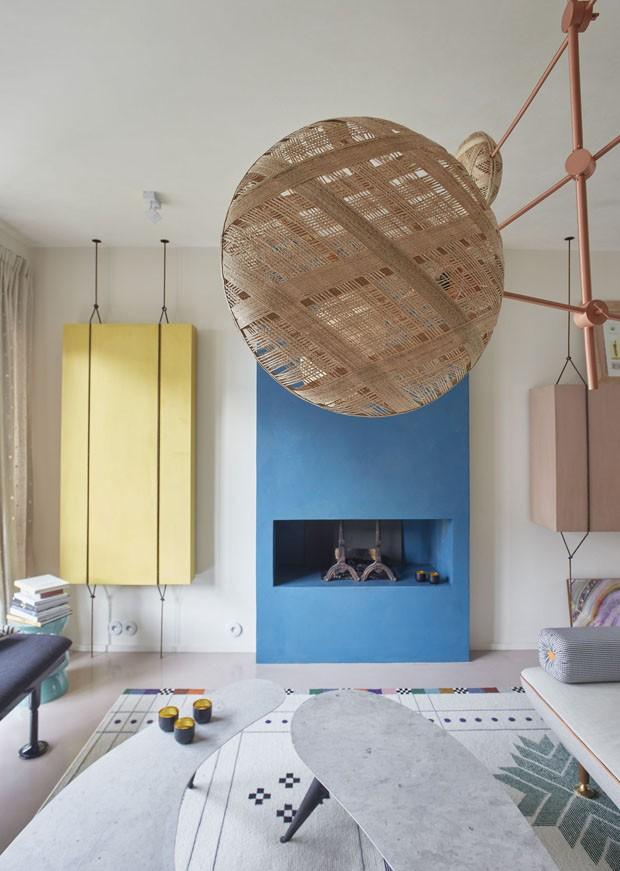 Decoração colorida traz ares lúdicos a casa em Paris (Foto: Divulgação)