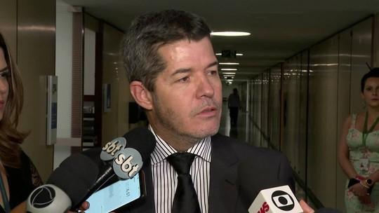 Líder do PSL na Câmara diz que Bolsonaro articula para substituí-lo por Eduardo