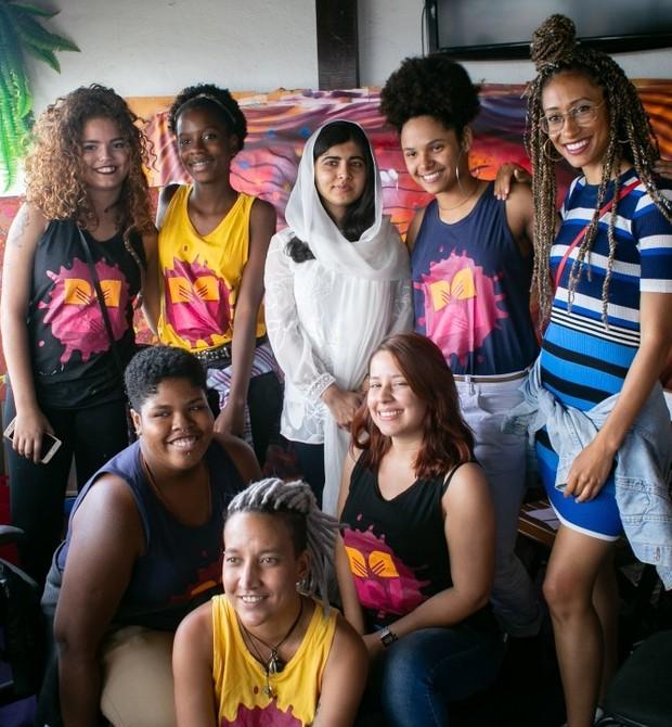 Malala no Rio de Janeiro, conhecendo o trabalho das afrografiteiras da Rede Nami (Foto: Reprodução / Instagram)
