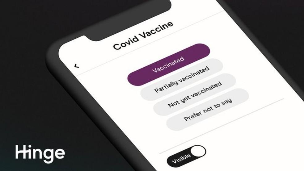 Hinge permite informar se o usuário tomou uma, duas ou nenhuma dose da vacina contra covid — Foto: Hinge/BBC