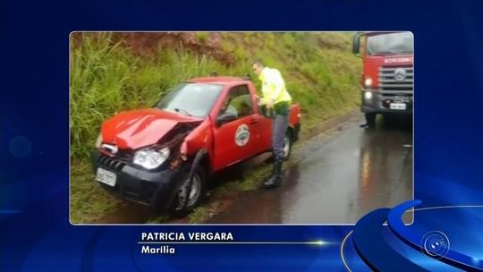 Mulher é resgatada em rodovia de Pederneiras após capotar carro