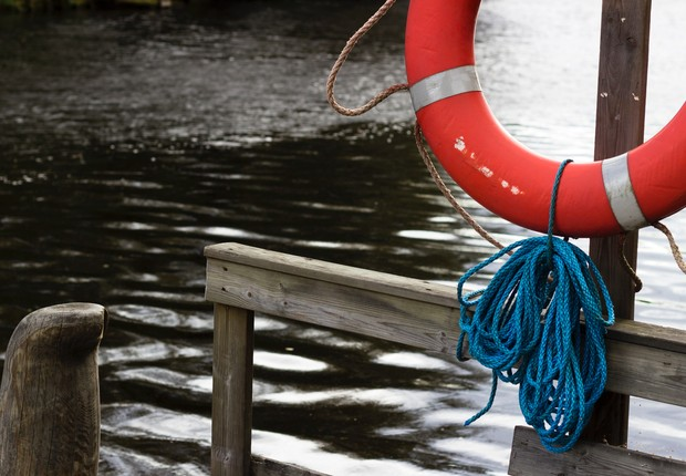 boia - salva vidas - afogamento - ajuda - mar - oceano - nadar (Foto: Pexels)