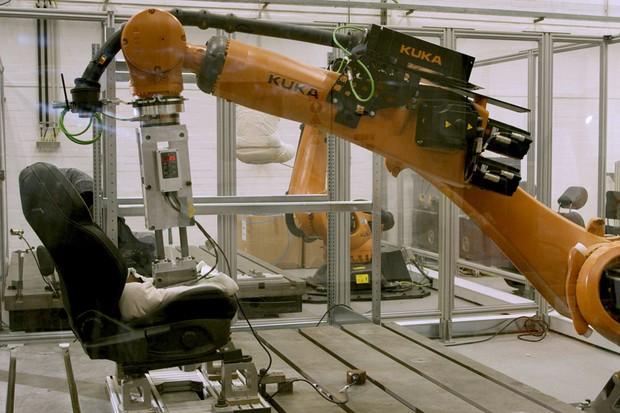 Operação é repetida por 7.500 vezes em três dias e vale por 10 anos de uso (Foto: Divulgação)