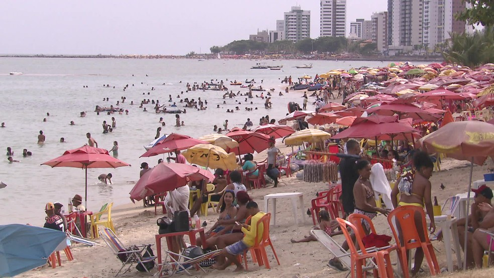 Praias serão fechadas em Pernambuco nos finais de semana, sendo permitido apenas a prática de atividades esportivas individuais — Foto: Reprodução/TV Globo
