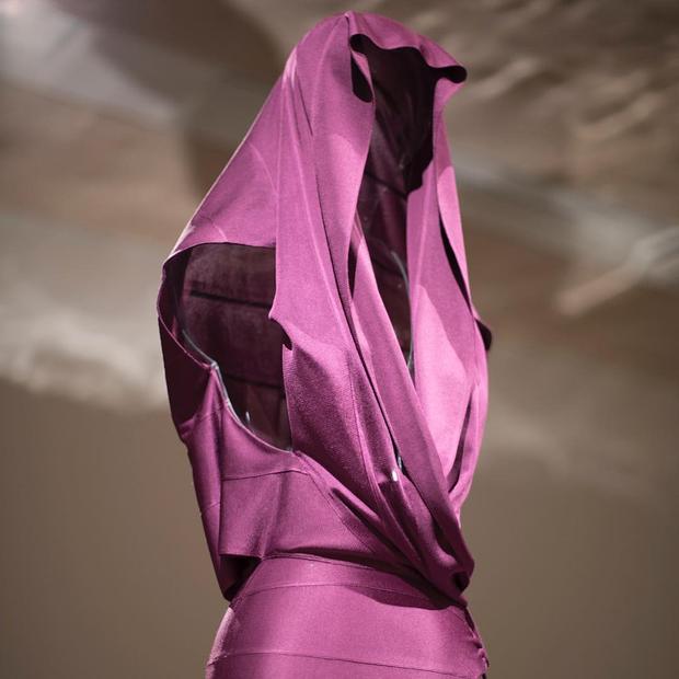 Azzedine Alaïa: The  Couturier (Foto: Reprodução/Instagram: @designmuseum)