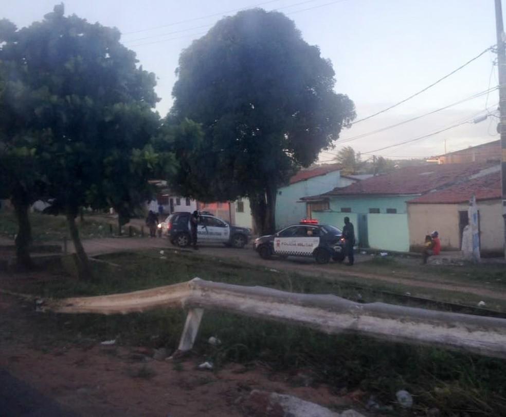 Operação da PM aconteceu na Comunidade Beira Rio, na Zona Norte de Natal (Foto: Nathallya Macedo/G1)