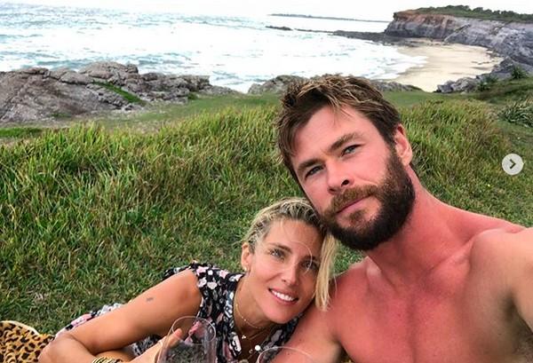O ator Chris Hemsworth com a esposa, a atriz Elsa Pataky (Foto: Instagram)