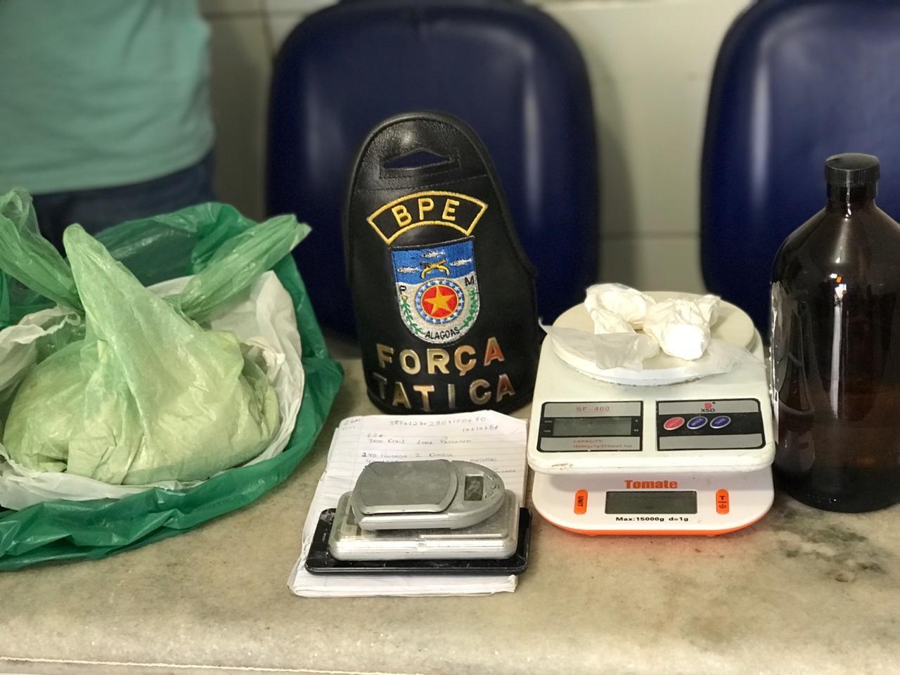 Jovem é preso com 1 kg de cocaína no bairro de Jacarecica, em Maceió - Notícias - Plantão Diário