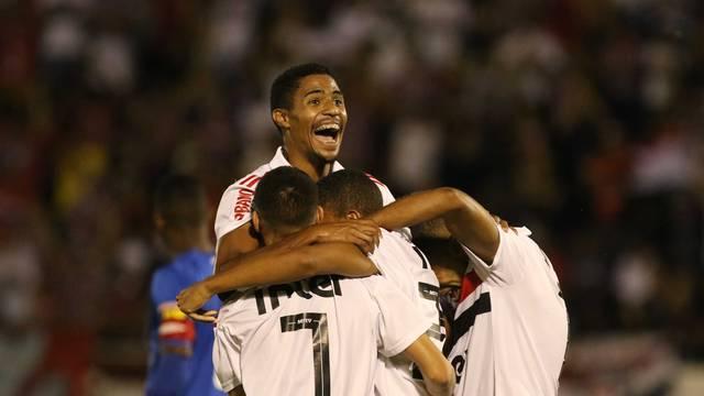 Jogadores do São Paulo comemoram a classificação