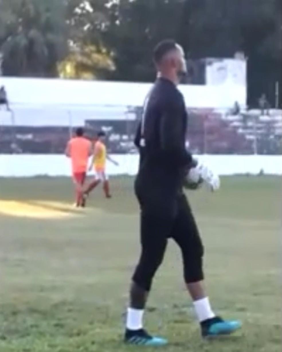 Bruno participa de treino no CT José de Melo, na capital acreana — Foto: Reprodução