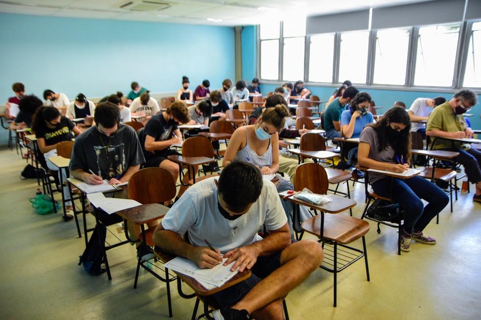 Movimentação de alunos na segunda fase da FUVEST, realizado no campus da USP, na cidade de São Paulo, SP, neste domingo, 21. — Foto: RONALDO SILVA/FUTURA PRESS/ESTADÃO CONTEÚDO