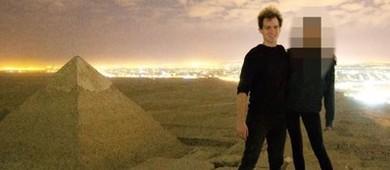 Egito investiga casal que aparece em vídeo escalando pirâmide (Reprodução/Youtube/Andreas Hvid )