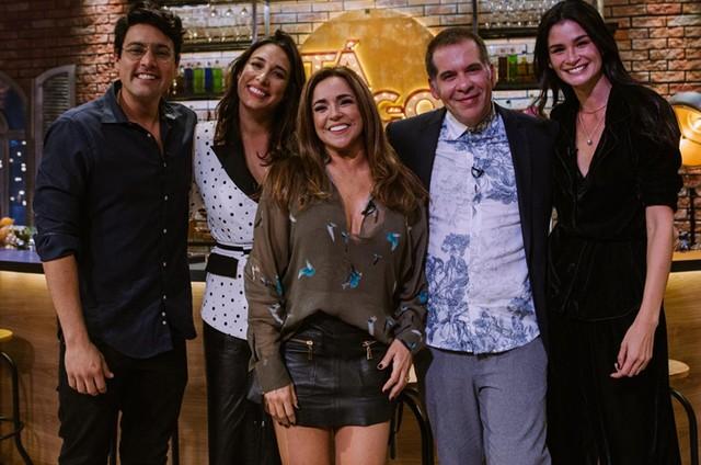Leandro Hassum com Bruno de Luca, Giselle Itié, Daniela Mercury e Carol Ribeiro (Foto:  Enio Cesar/ TNT)