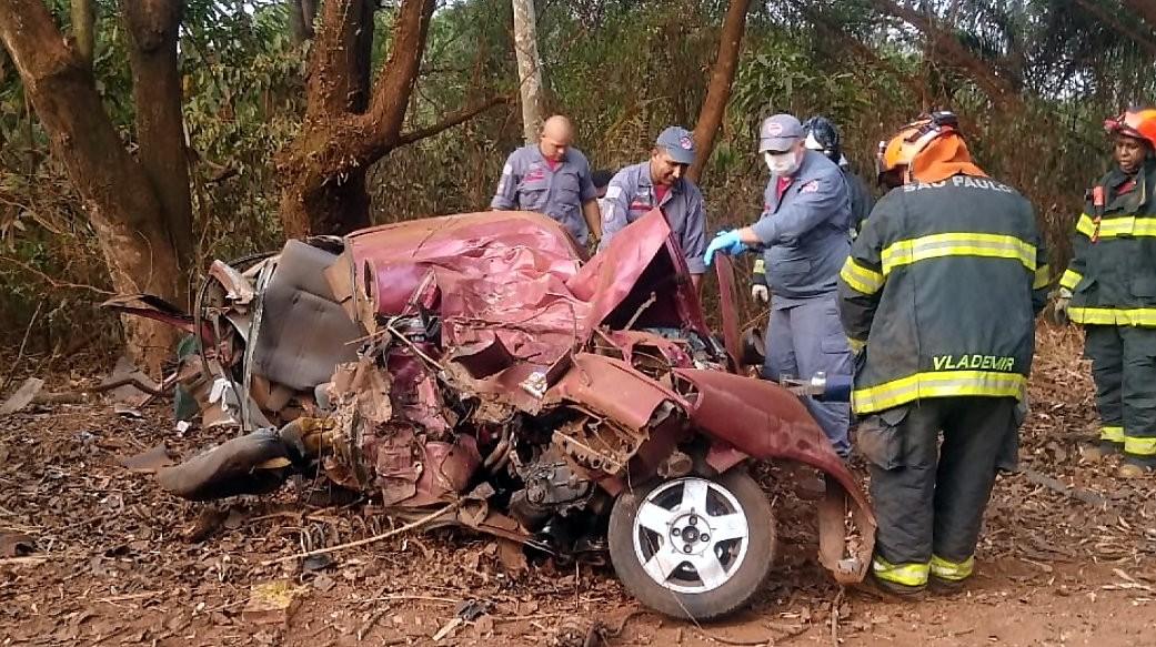 Acidente de carro em Araras mata duas pessoas na área rural