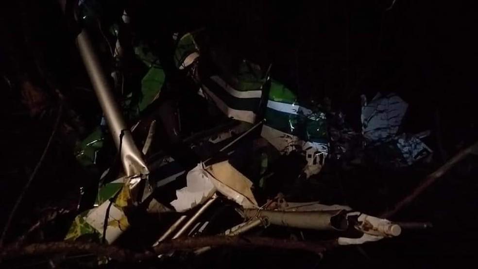 Aeronave de pequeno porte cai em Concórdia e piloto morre na noite desta sexta-feira (3) — Foto: Sandro Devens/Atual FM/Divulgação