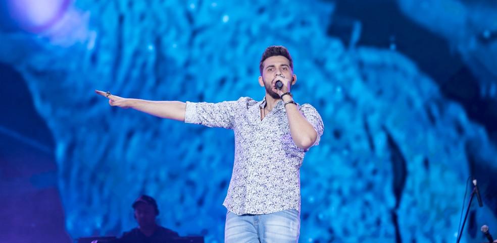 Ao som de 'Solteiro não Trai', Gustavo Mioto coloca fãs para dançar em Barretos 2019 — Foto: Ricardo Nasi / G1