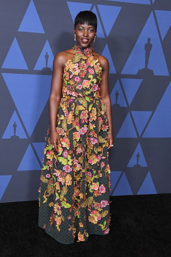 HOLLYWOOD, CALIFORNIA - OCTOBER 27:  Lupita Nyong'o arrives at the Academy Of Motion Picture Arts And Sciences' 11th Annual Governors Awards at The Ray Dolby Ballroom at Hollywood & Highland Center on October 27, 2019 in Hollywood, California. (Photo by S (Foto: WireImage)