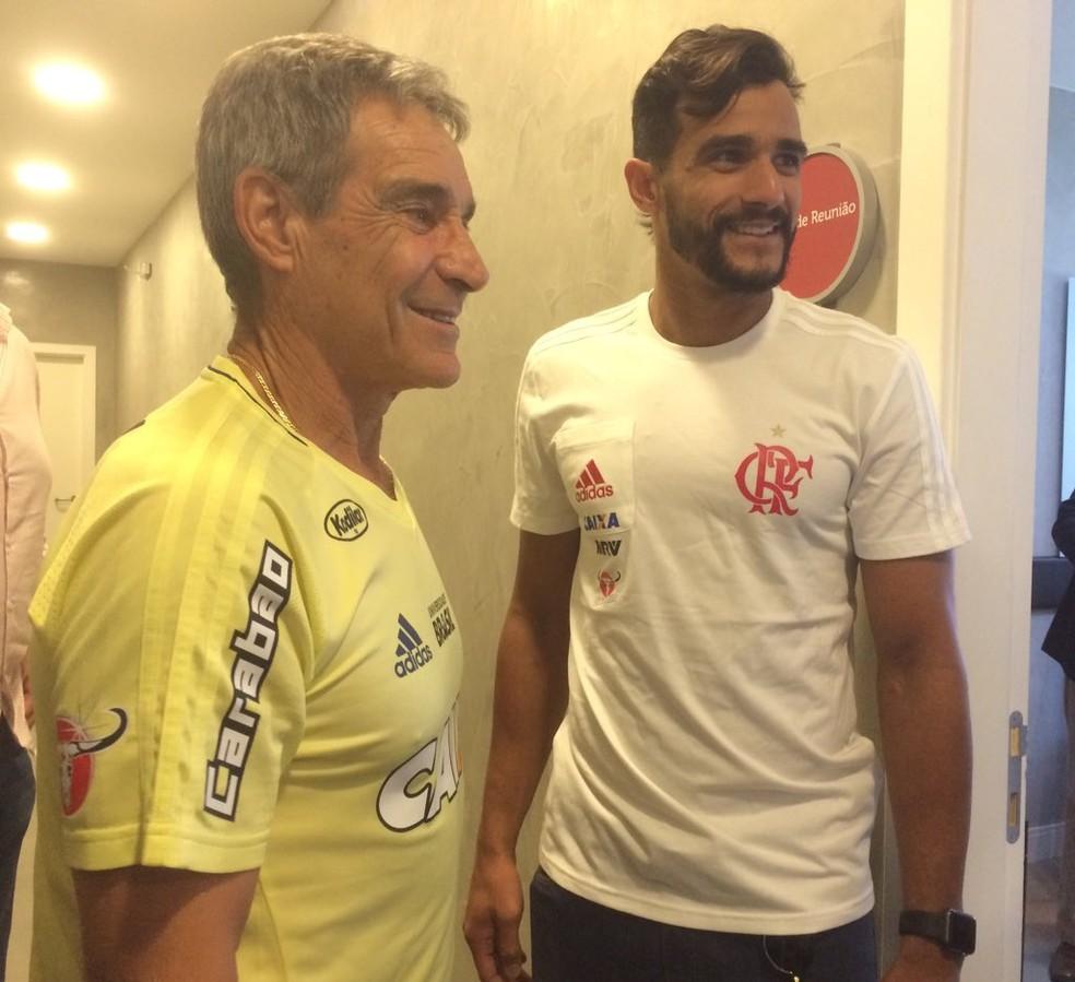 Henrique Dourado e Carpegiani já se encontraram (Foto: Reprodução/Twitter Flamengo)