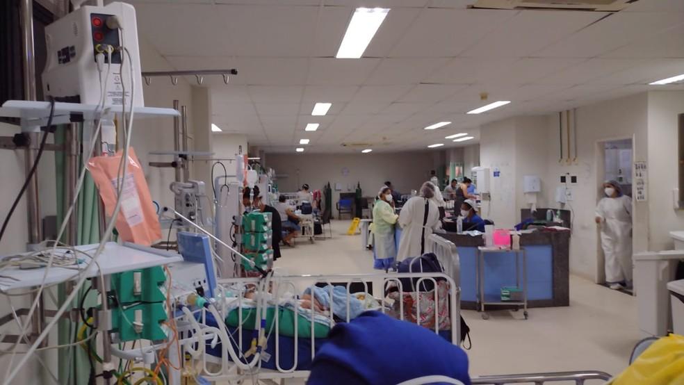 José Gabriel, de um mês e 17 dias, espera por vaga em leito de UTI no Hospital Barão de Lucena — Foto: WhatsApp/Reprodução