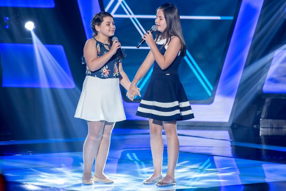 Larissa e Isabela surpreendem no palco — Foto: Fabio Rocha/Gshow