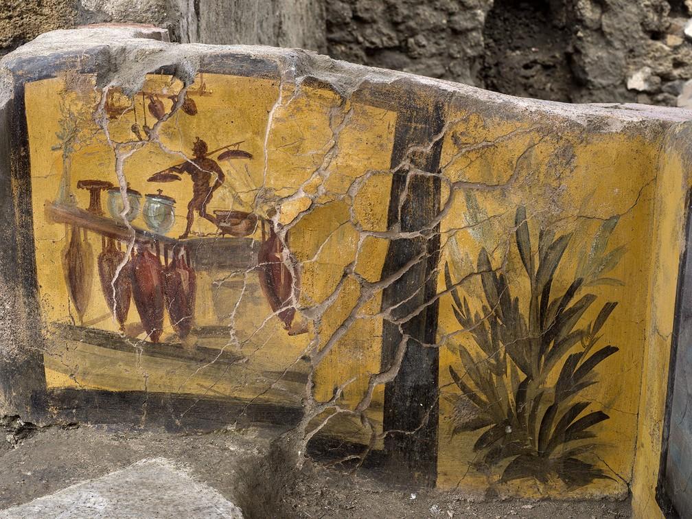 O balcão preservado pelas cinzas vulcânicas foi encontrado em 2019 — Foto: Parque arqueológico da Pompeia via AP