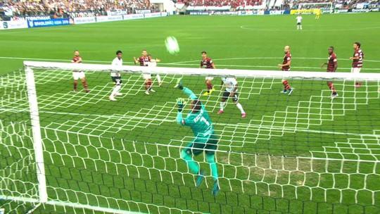 Clayson e Pedrinho admitem ter poucos gols pelo Corinthians, mas dizem cumprir função tática